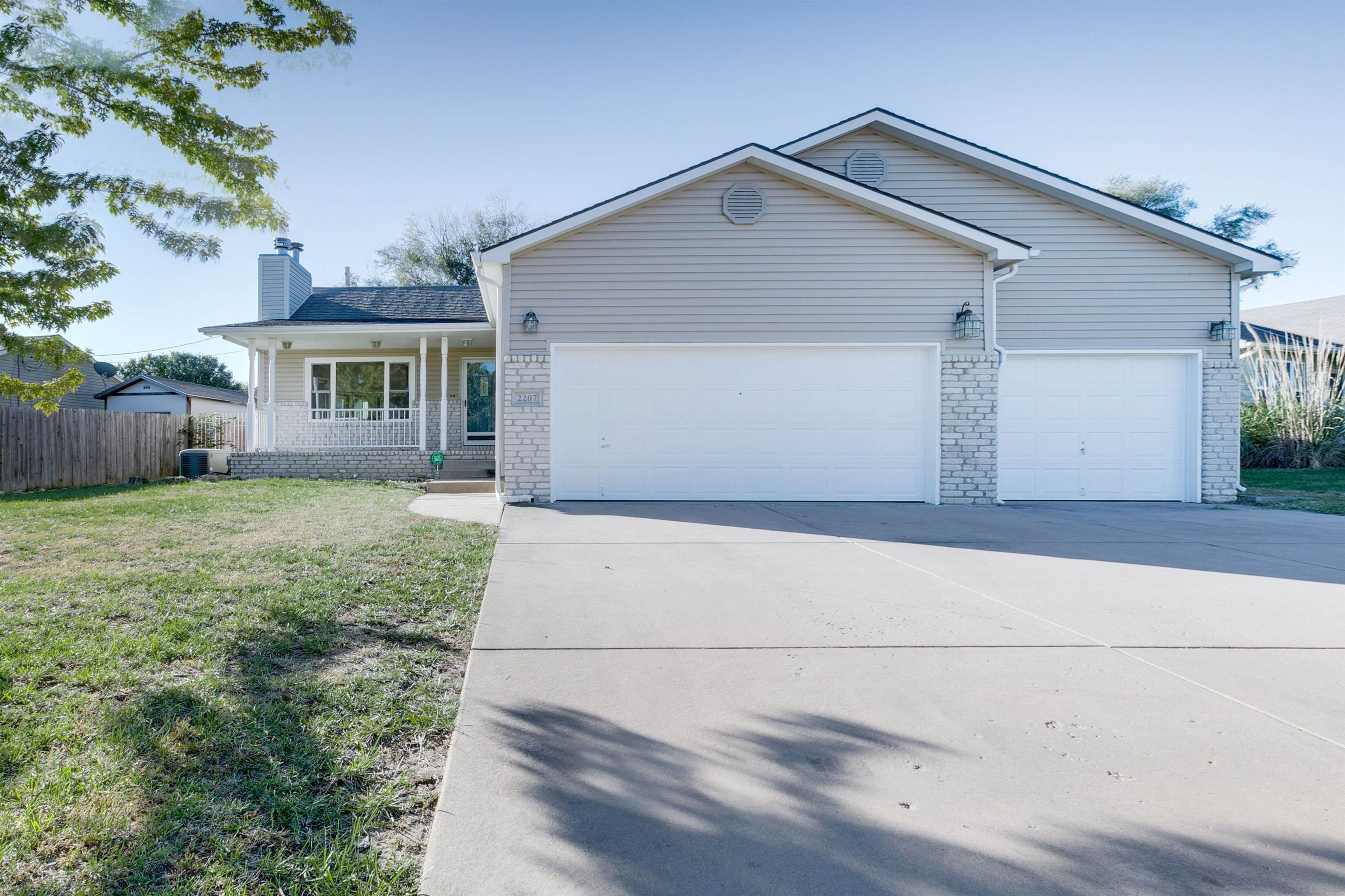 Welcome home to this great house in Park City next to Habiger Park, with a nice extended walking pat