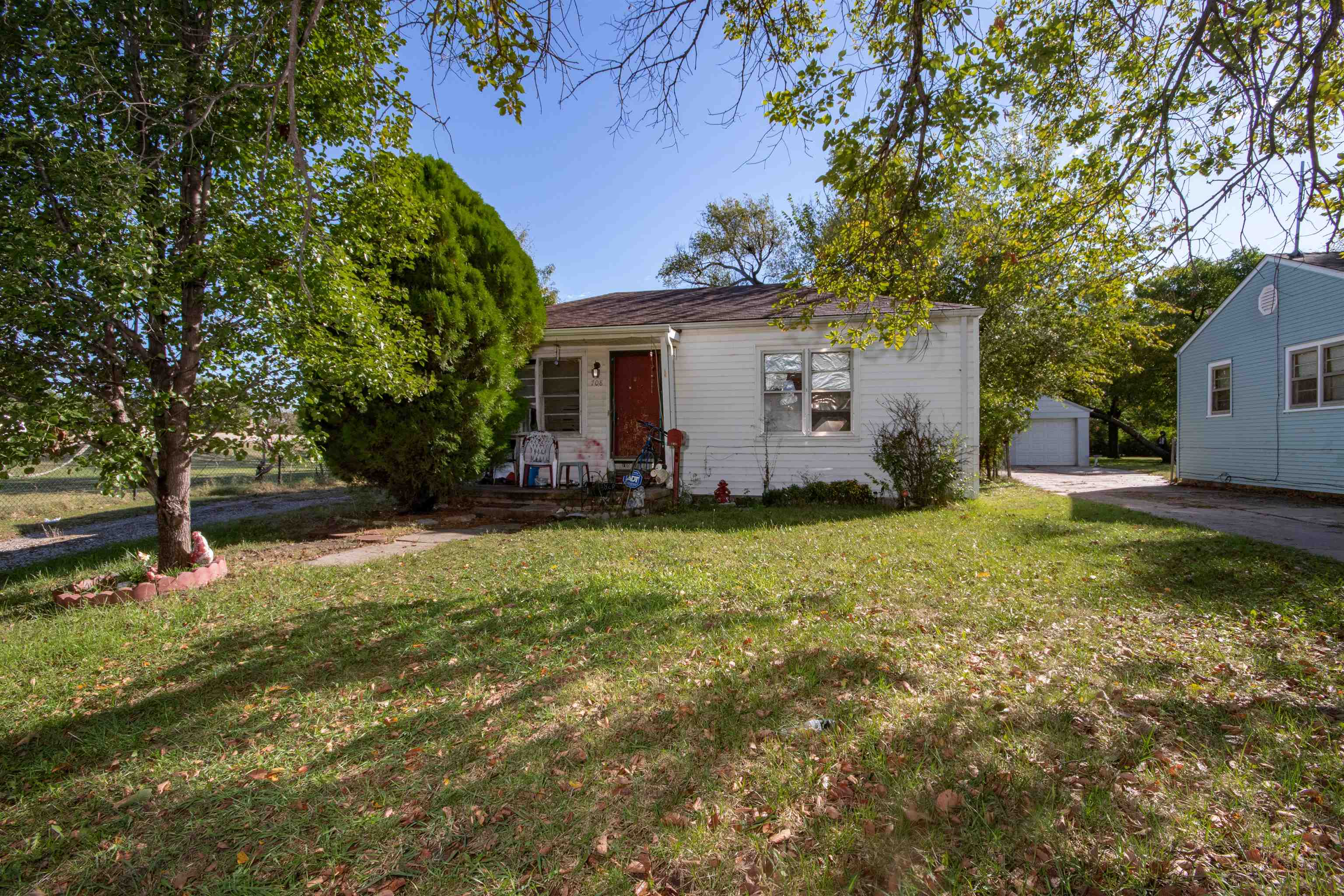 Two bedroom, one bath starter home or investment opportunity close to Friends University.  Living ro