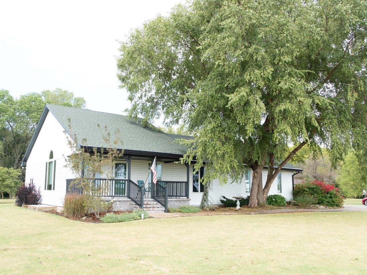 This Pristine home is perfect if you desire a quiet rural setting but requires the quick  and easy p