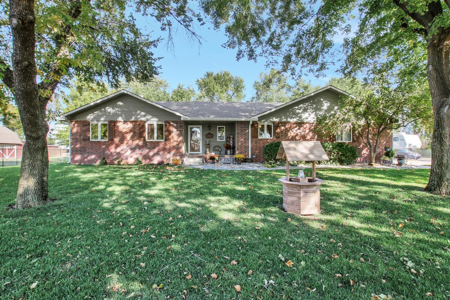 Beautiful 3BR 3BA home located on almost half acre lot in well desired Prospect Park addition in Hay