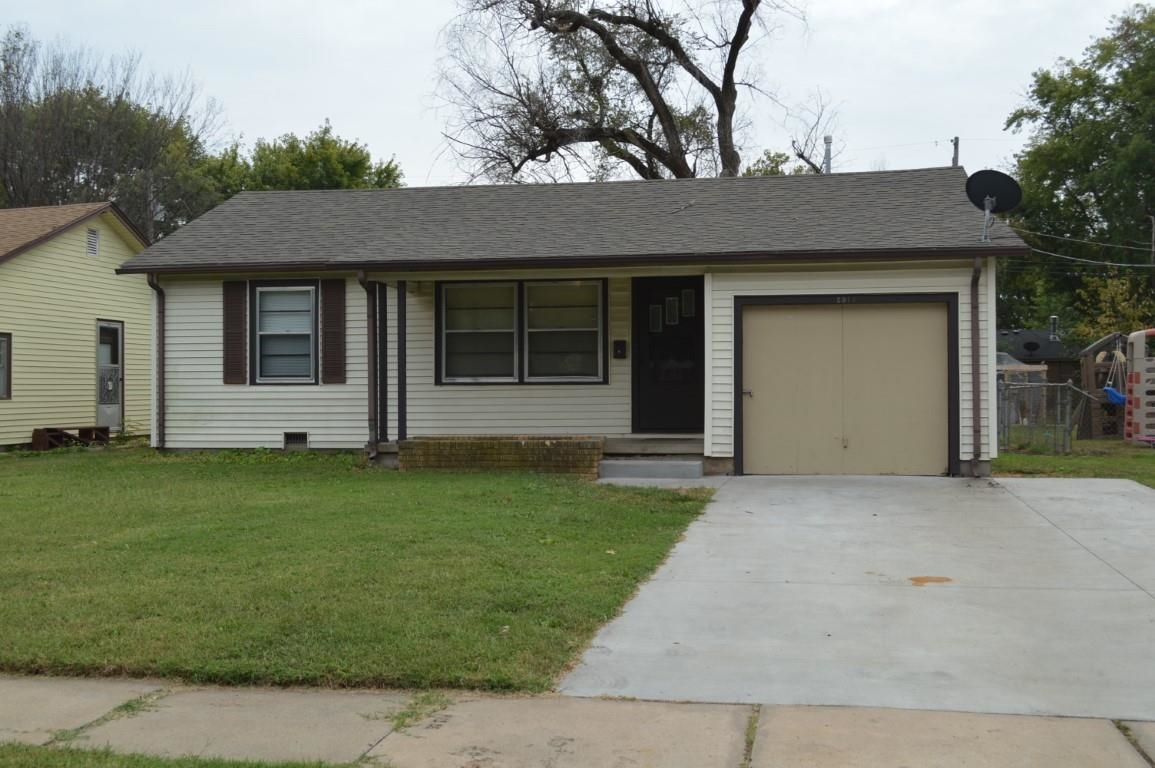 Quite 2bd, 1ba, updated, move in ready home. Low maintenance exterior and clean interior. If you lik