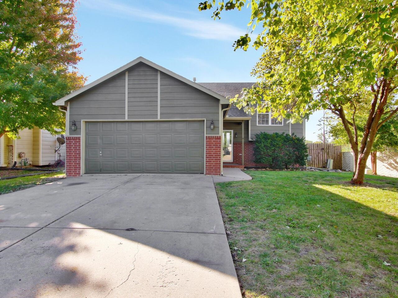 Move-In Ready 4BR, 2BA home.  Vaulted main living room with WBFP.  Kitchen & Dining with new floorin