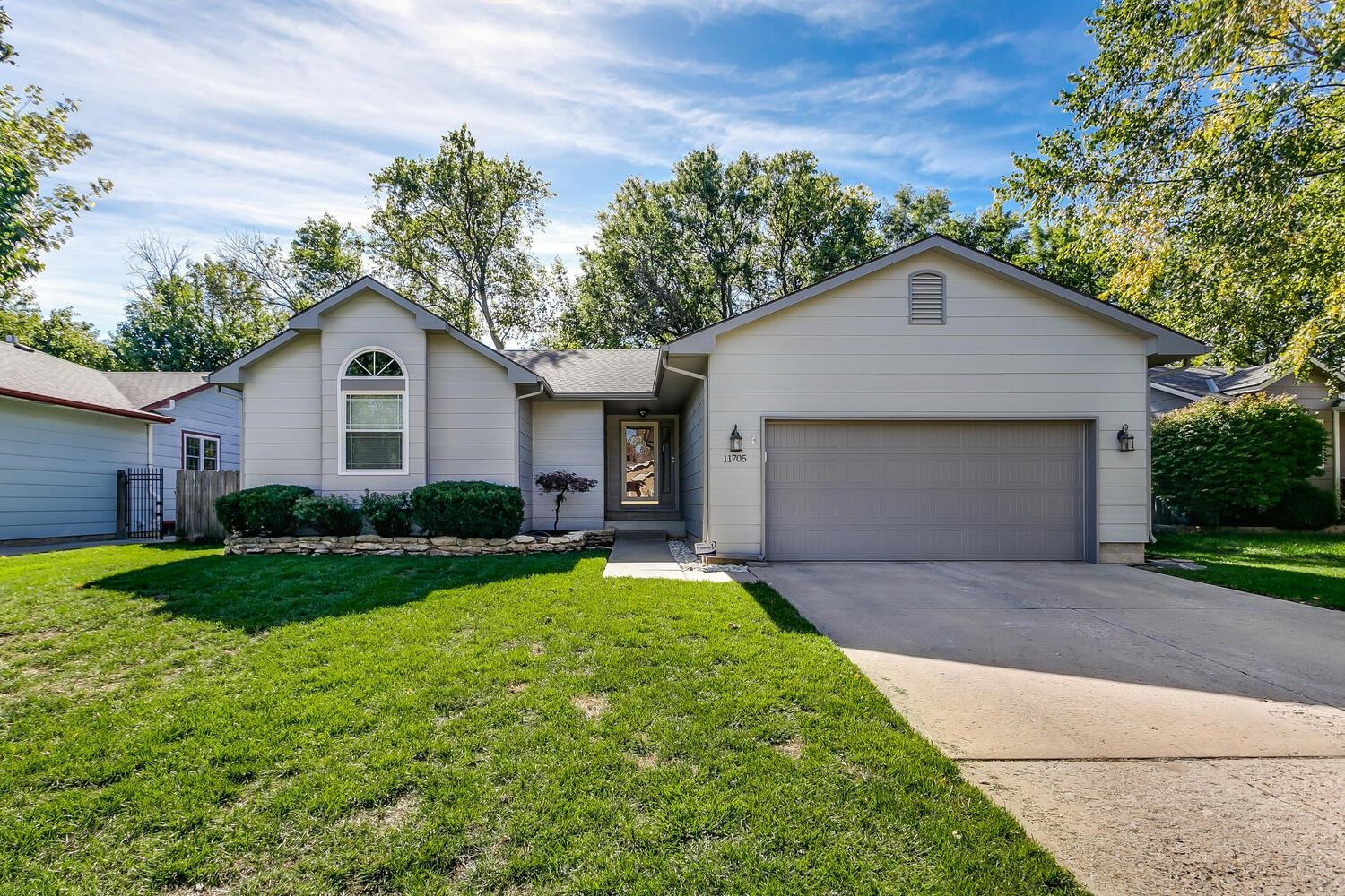 This awesome home is move-in ready and features an open floor plan, huge family room, great location