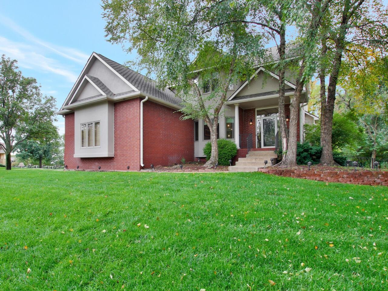 Great west side house located in Maize schools and in Hickory Creek Estates with no specials. This h
