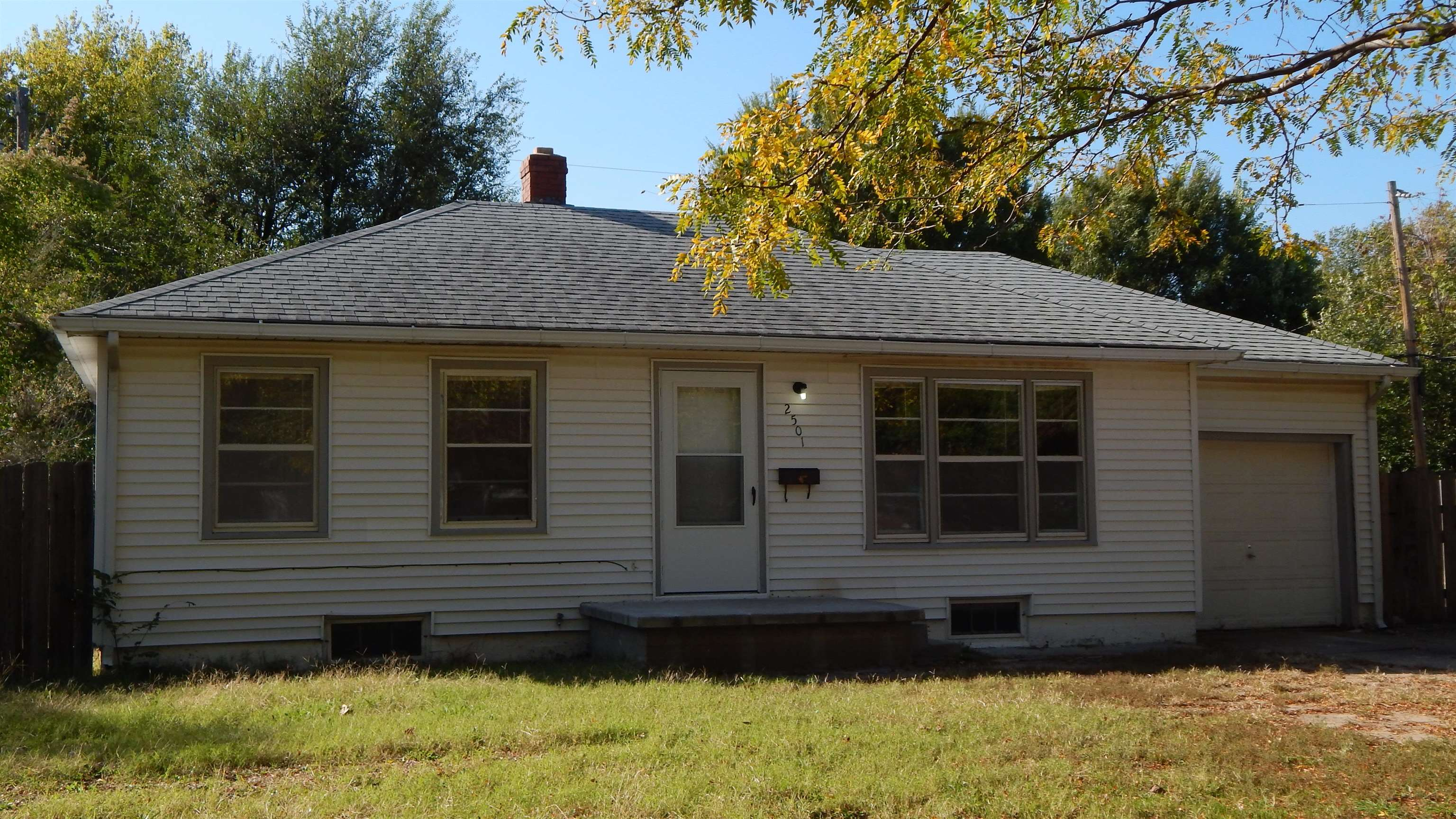 Great starter or investment home on corner lot. Check out this great updated kitchen with granite co