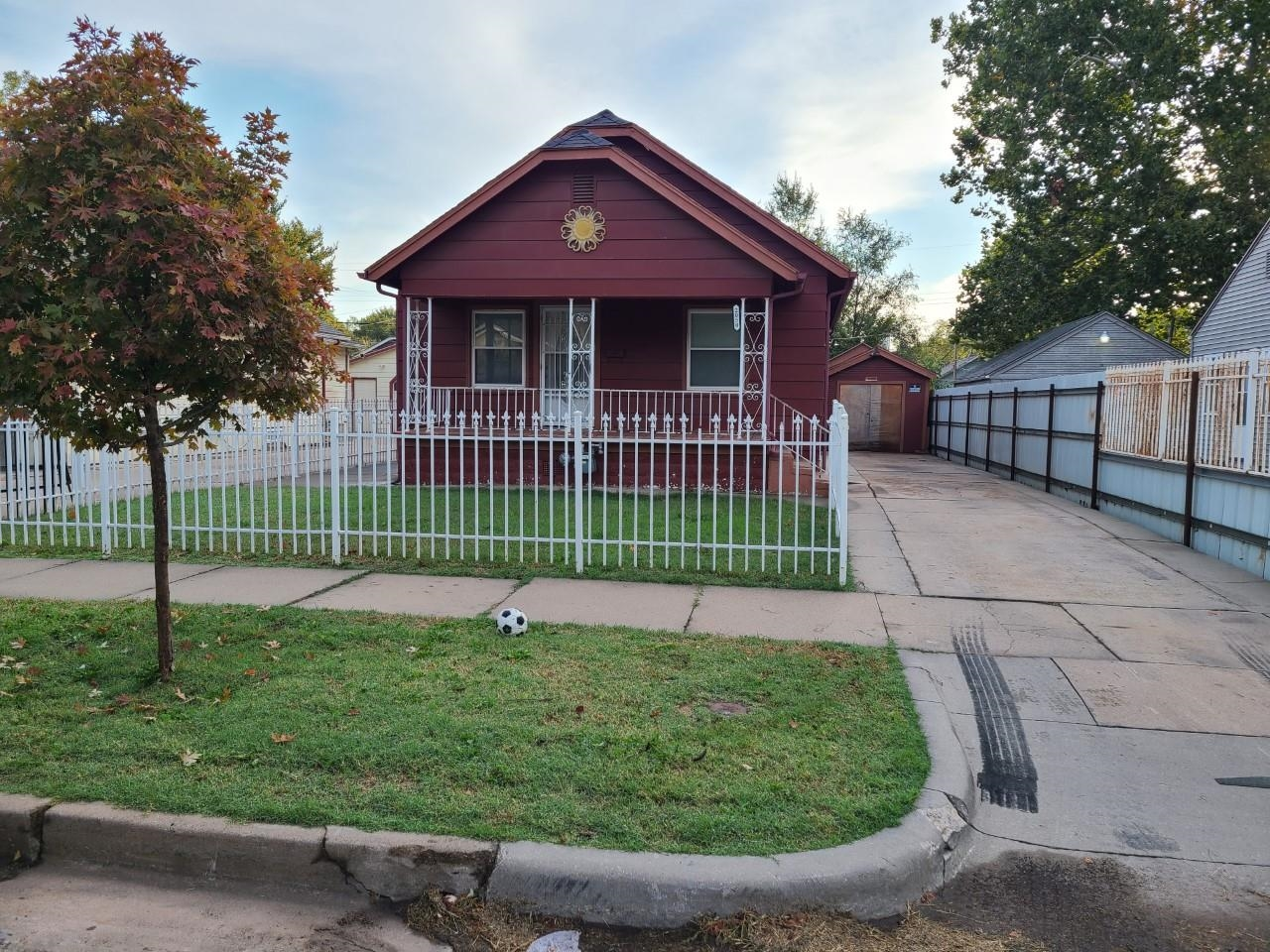 Great starter house for a young couple and or a small family. With ample space on the back and back
