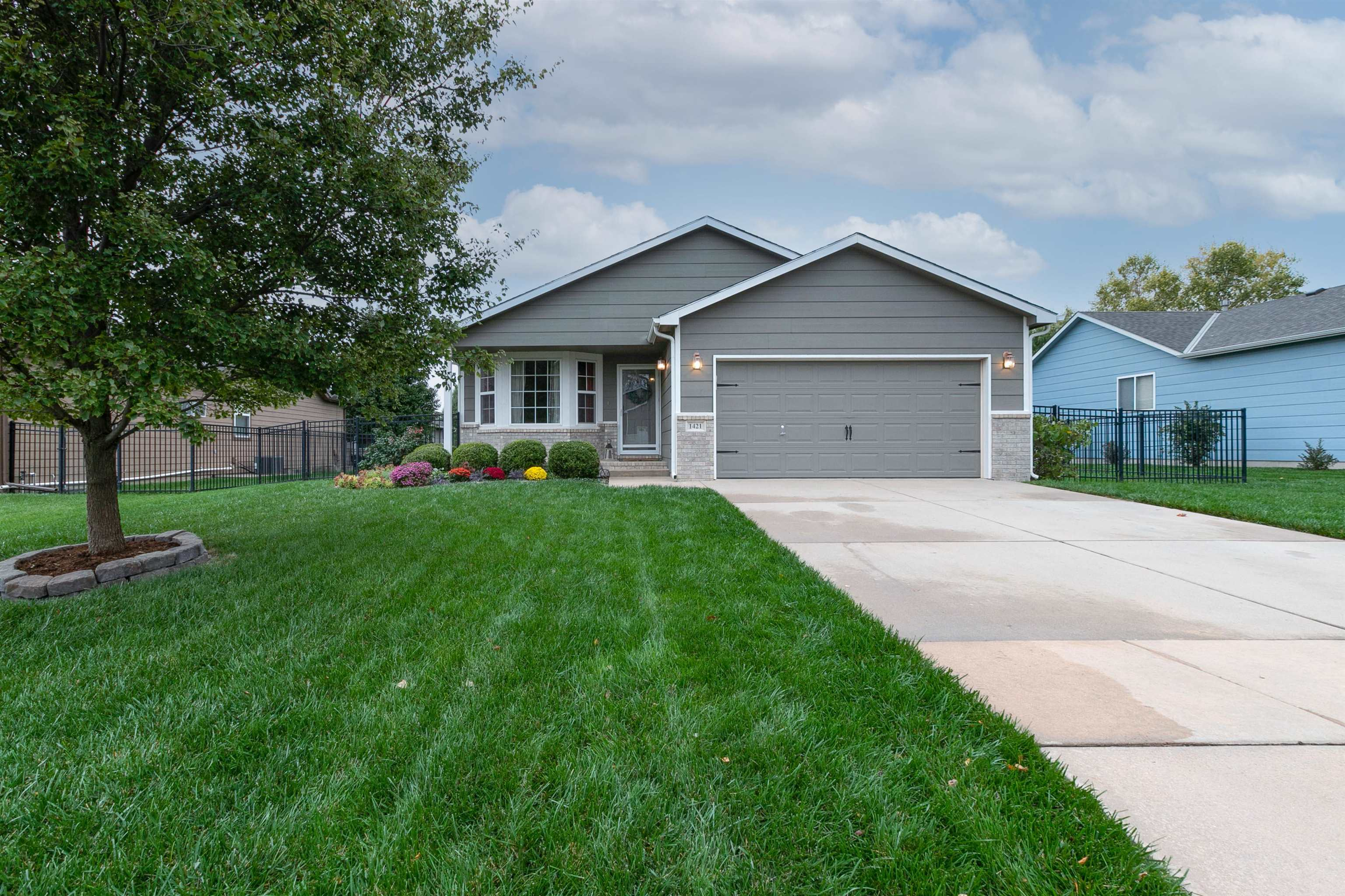 Welcome home to this move in ready starter home in Cheryl's Hollow and the Maize School District.  L