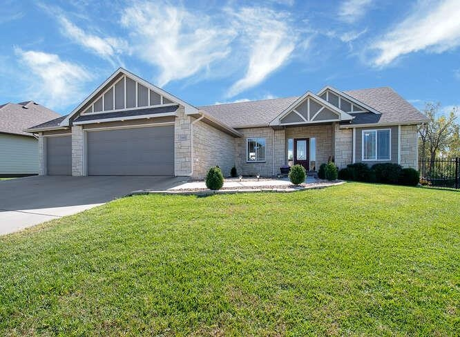 Welcome home to this beautiful 5 bedrooms and 3 baths in Bellachase Addition.  This home was built i
