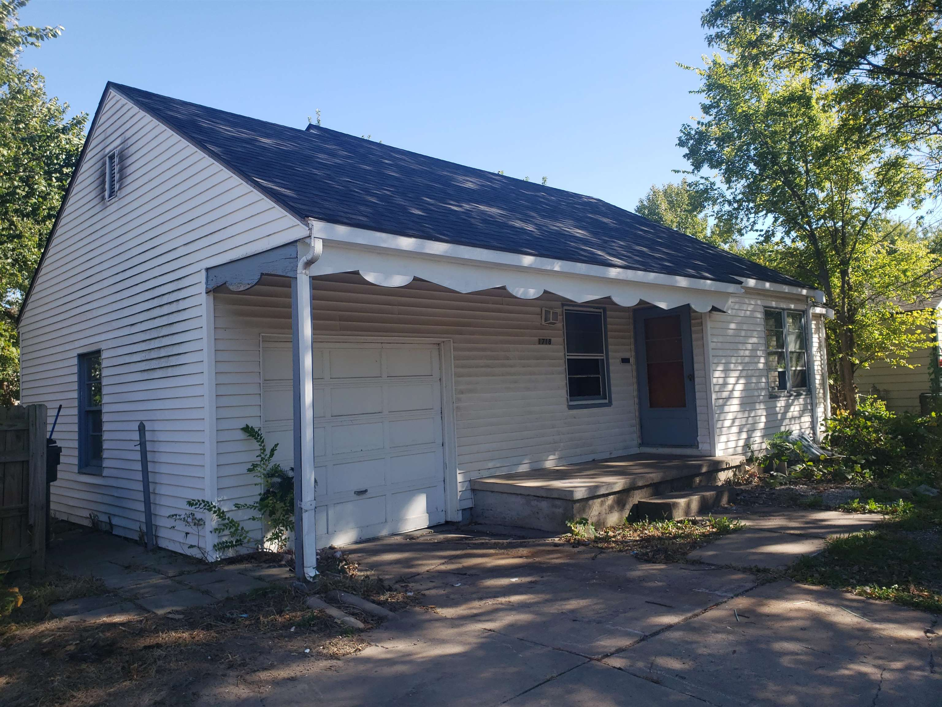Opportunity!  3 Bed 1 bath in University Heights, needs a new owner.  Long term rental, ready for a