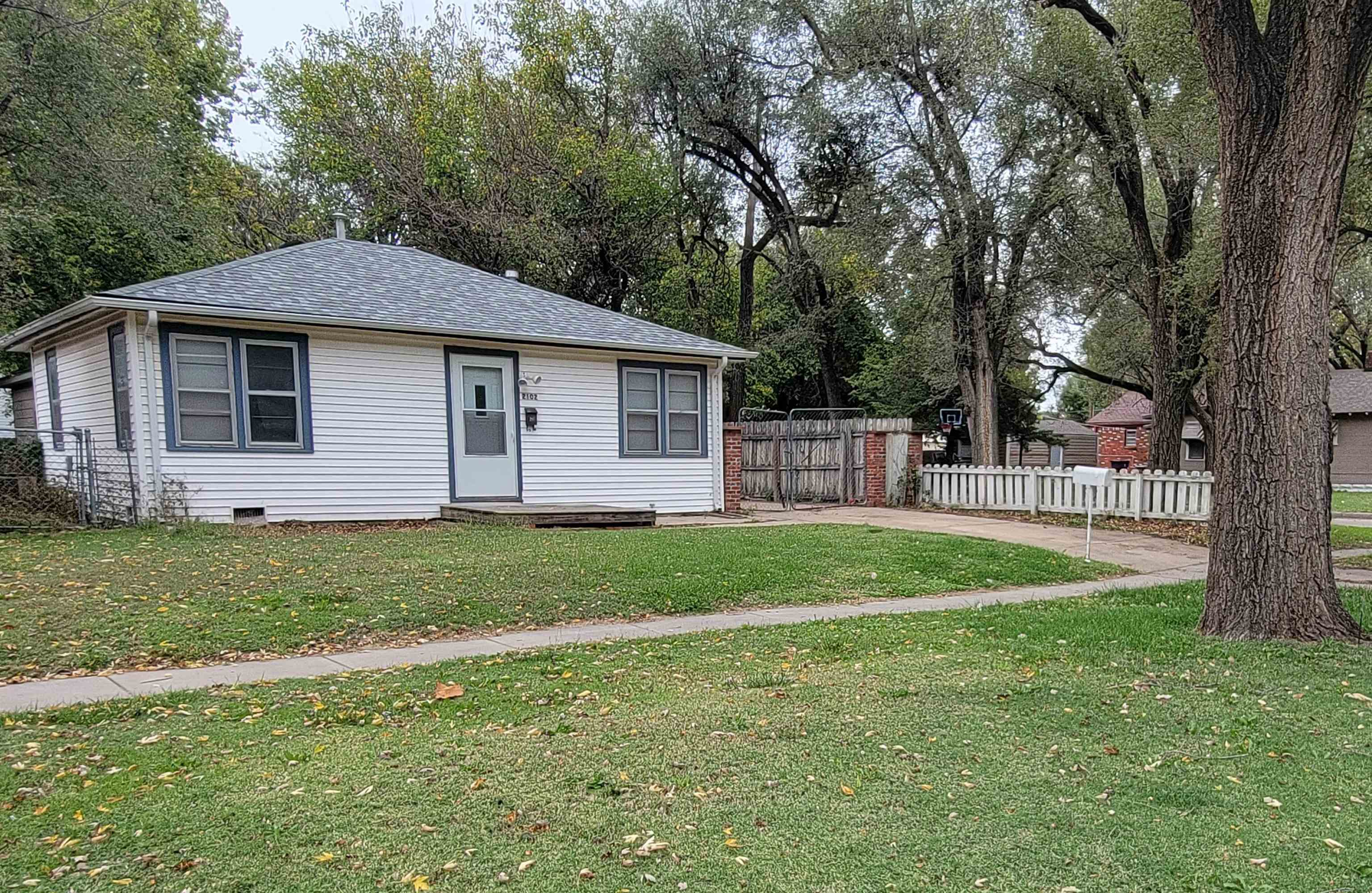 Charming 2 bedroom 1 bath ranch home on corner lot, easy access to Kellogg and move in ready. This p