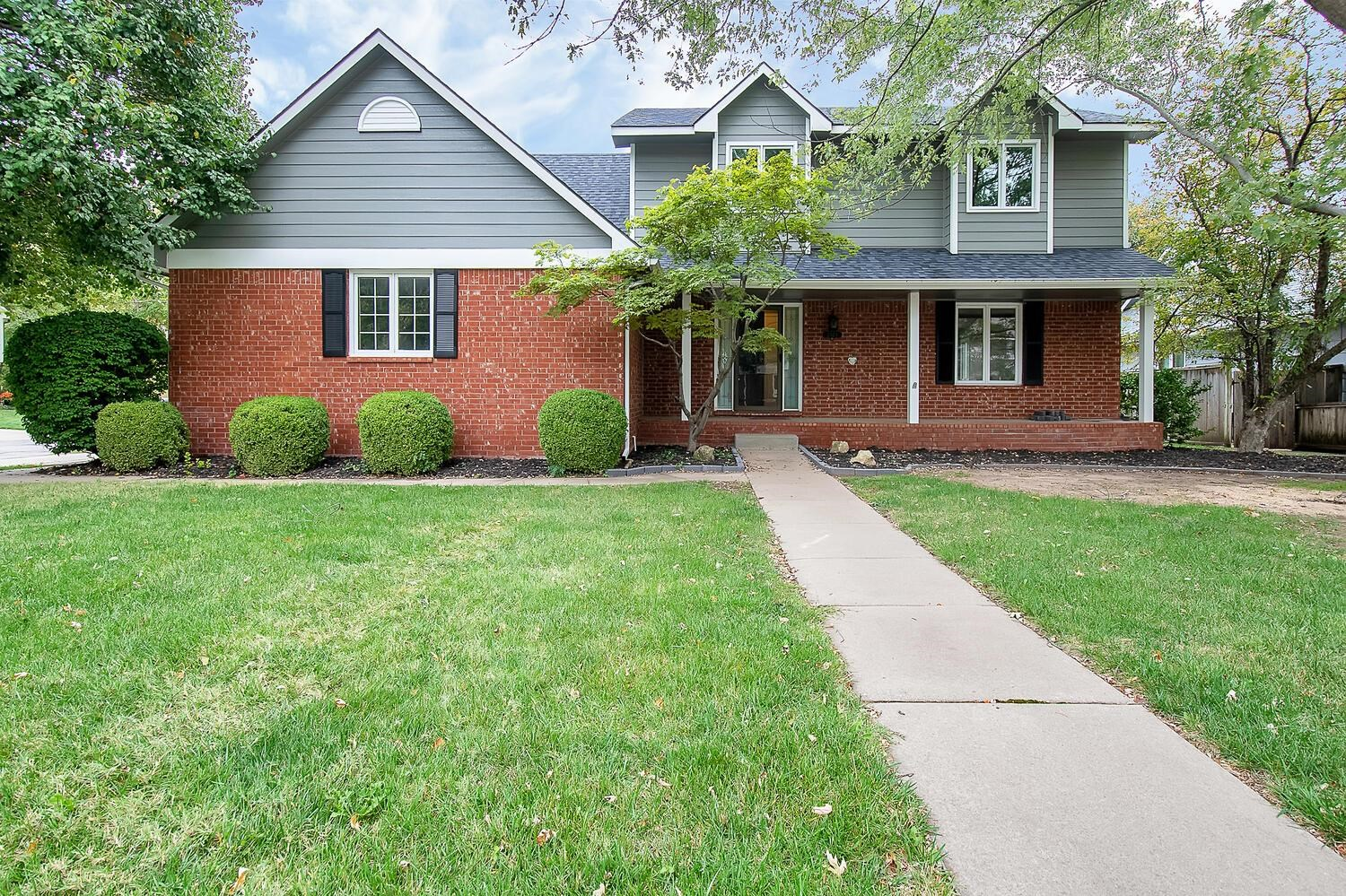 Beautiful newly remodeled home in Tallgrass East Addition! NEW EVERYTHING! New carpet throughout ent
