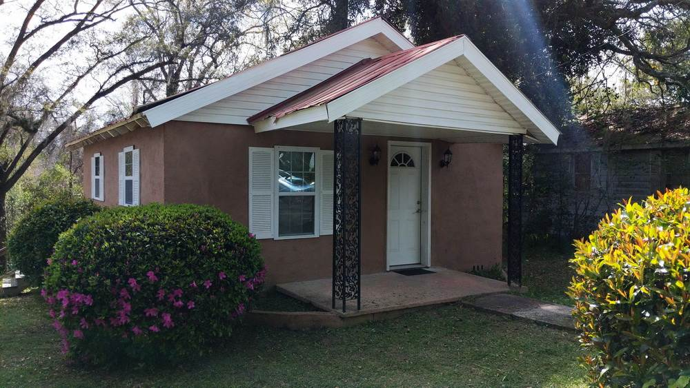 Nice cozy updated house of 2 beds/ 2 baths. Great for investors. Showing by appointments only. Near the schools of Gadsden Virtual Instruction Program School,McKay Scholarship/School of Enrollment and Home Educ Program Students School.No driveway. No utility Room inside nor outside. Affordable price. Bring your offers.Due to COVID 19 special instructions and only rock solid prequalified buyers to get inside. Due to COVID-19, all parties are required to wear a mask and gloves. The lights will be left on to avoid touching surfaces. Please leave the lights on.