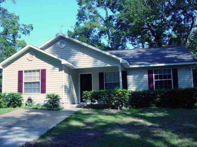 Great opportunity for investors or first time home buyers.Very centrally located. Vaulted ceiling, fresh paint, new flooring, new water heater, new light fixtures, huge kitchen, walk in closets  and covered porch. Utility room inside. Walking distance to schools of Carter Parramore Academy School, Hope Academy School & Gadsden Central Academy School ; less than 1 mile to main library. Heated Area is 1,140 sqft, Total Area is 1,206 sqft.