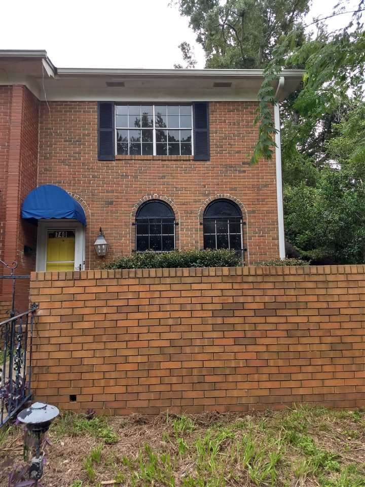 Great townhouse, very spacious, all brick located right off Park Ave, 4BR/3.5BA, 2052 SQ FT, deck off master upstairs, tile in bottom area, has a large bedroom off kitchen that can be used as a master or family room or even a game room. Must see this awesome townhouse. Roof installed in 2015. Two water heaters (replaced in 2015), two a/c units, fresh paint. Both a/c units are being replaced.
