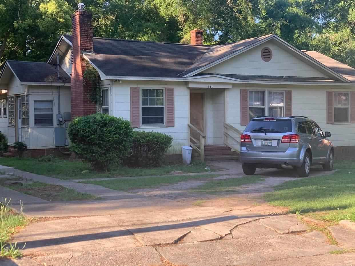 Seller is Motivated!! here is your chance for an investment property or would make a great home for someone. home is spacious with its 3 bedroom's and 1 bath, kitchen as plenty of cabinet space and counter space. Open Livingroom for family time. Nice big mater bedroom all situated on a 0.26 lot