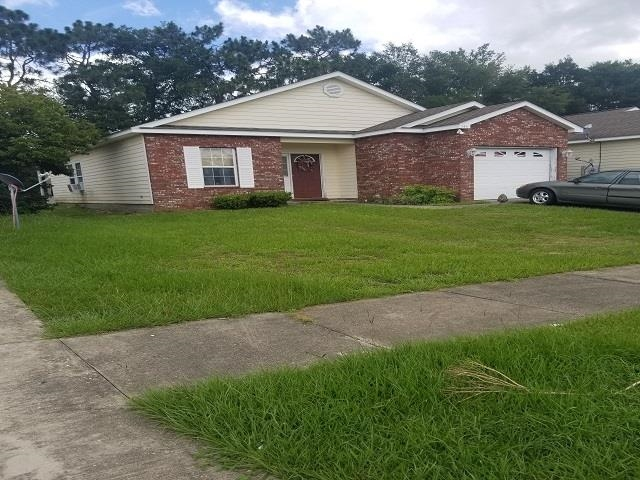 This home in the Wilson Green community is being sold as a short sale! This 3 bedroom, 2 bath home features a screened-in porch, wood flooring in the kitchen and breakfast nook, ceramic tile in the bathrooms, and a master bath with a nice relaxing whirlpool tub! sale subject to approval by lenders and seller. This property does have an HOA. Property is also in need of some repairs. Tenant has health concerns and request that realtors and buyers to observe Covid=19  protocols.
