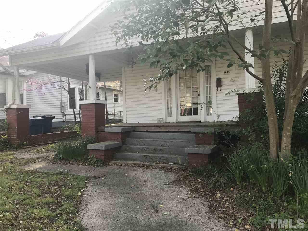 Gorgeous Bungalow in need of some TLC/renovation. Large front porch with porte-cochère. Big rooms and high ceilings located in desirable Trinity Park.