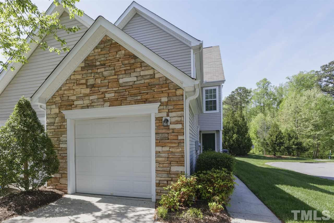 IMMACULATE END UNIT townhome in popular Chancellors Ridge! BRIGHT & OPEN floor plan with NEW CARPET & FRESH PAINT. MOVE IN READY! Enjoy LOW MAINTENANCE LIVING in this highly sought after community that is convenient to I-40, shopping, UNC, Duke, RTP, RDU & much more! HOA includes POOL & CLUB HOUSE!