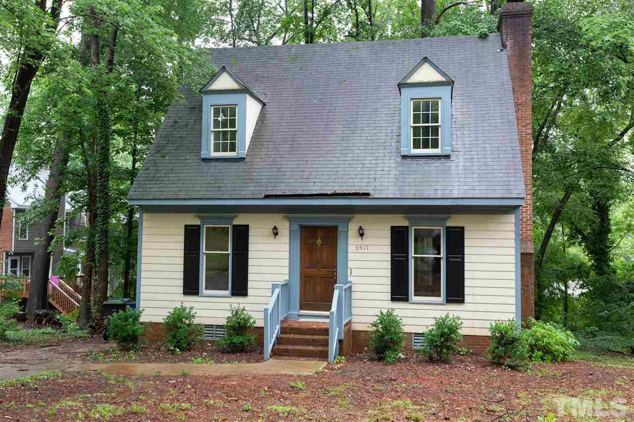 Convenient and coveted Brittany Woods!  Fabulous spacious floor plan.