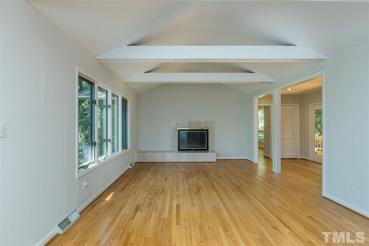 Beautiful living room beams