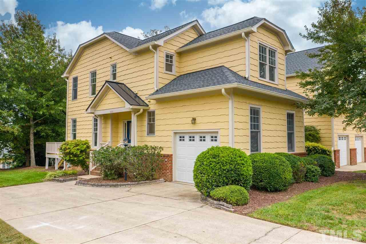 Lovely 2 story town home in Falls River!