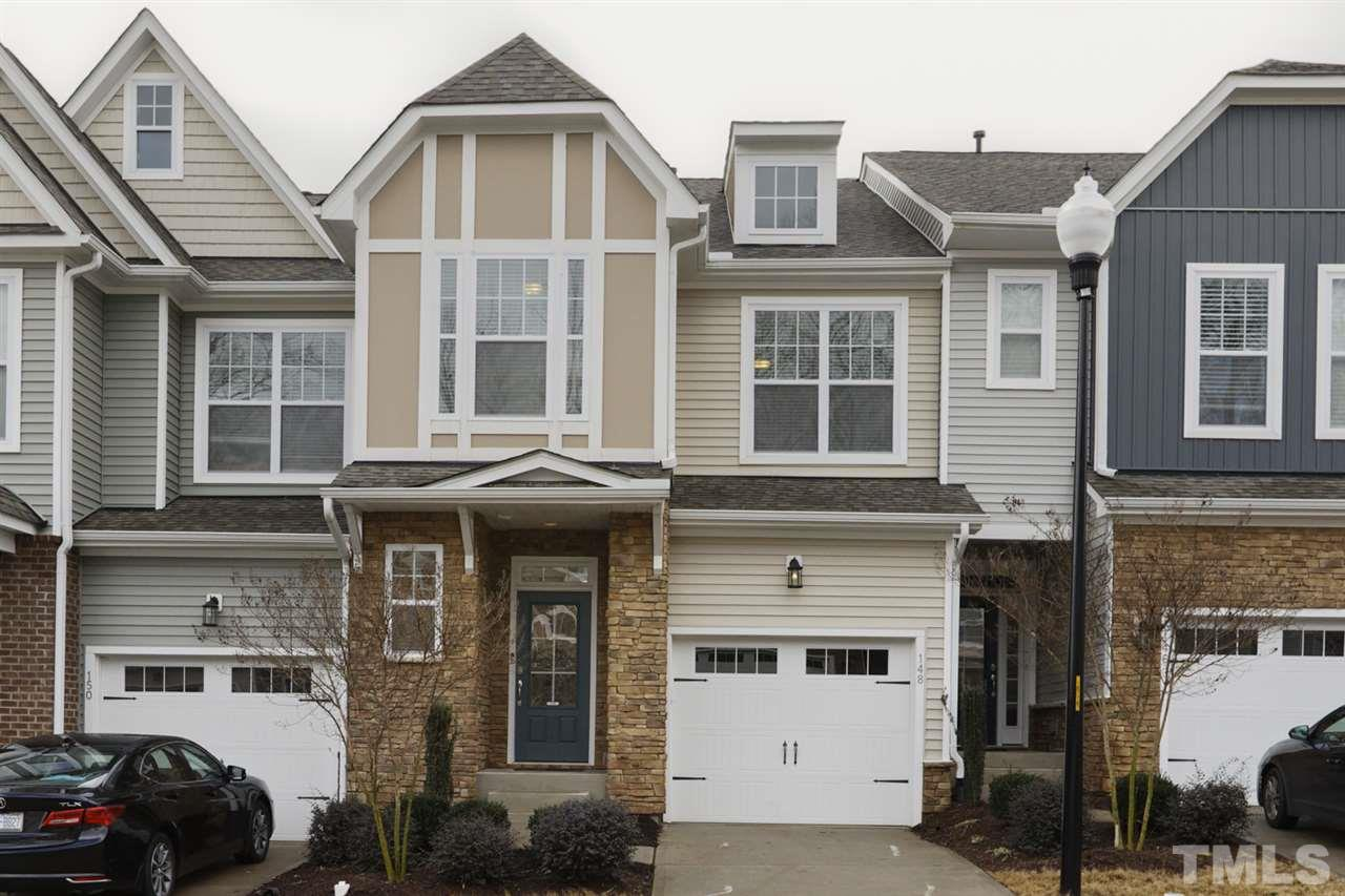 Luxurious Townhome in ideal Cary Location! Minutes to Downtown Cary, I40 and Umstead Park