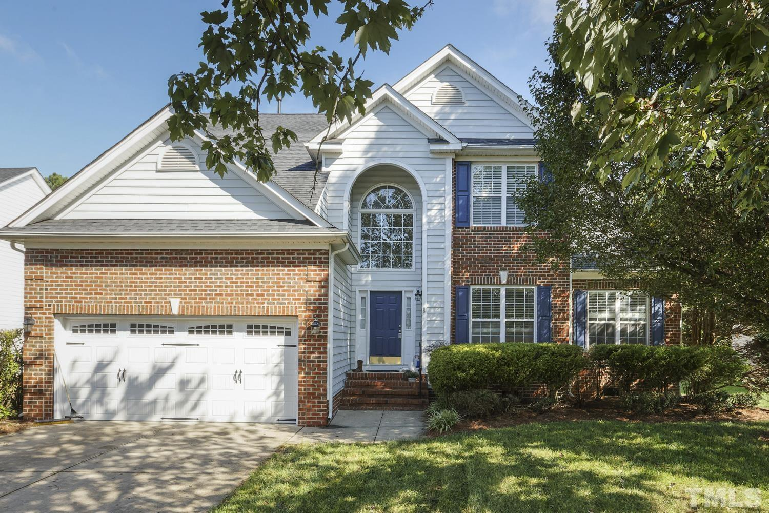 Located on cul-de-sac in the highly-desired Cotswold subdivision.